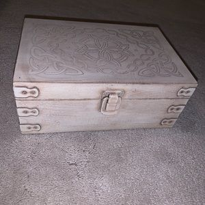 Oil holder box